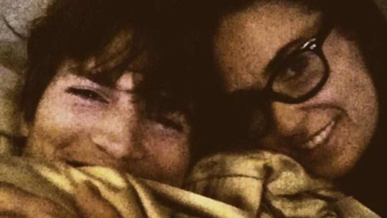 Demi Moore y Ashton Kutcher, autofotografiados en su cama. (Foto: @mrskutcher)