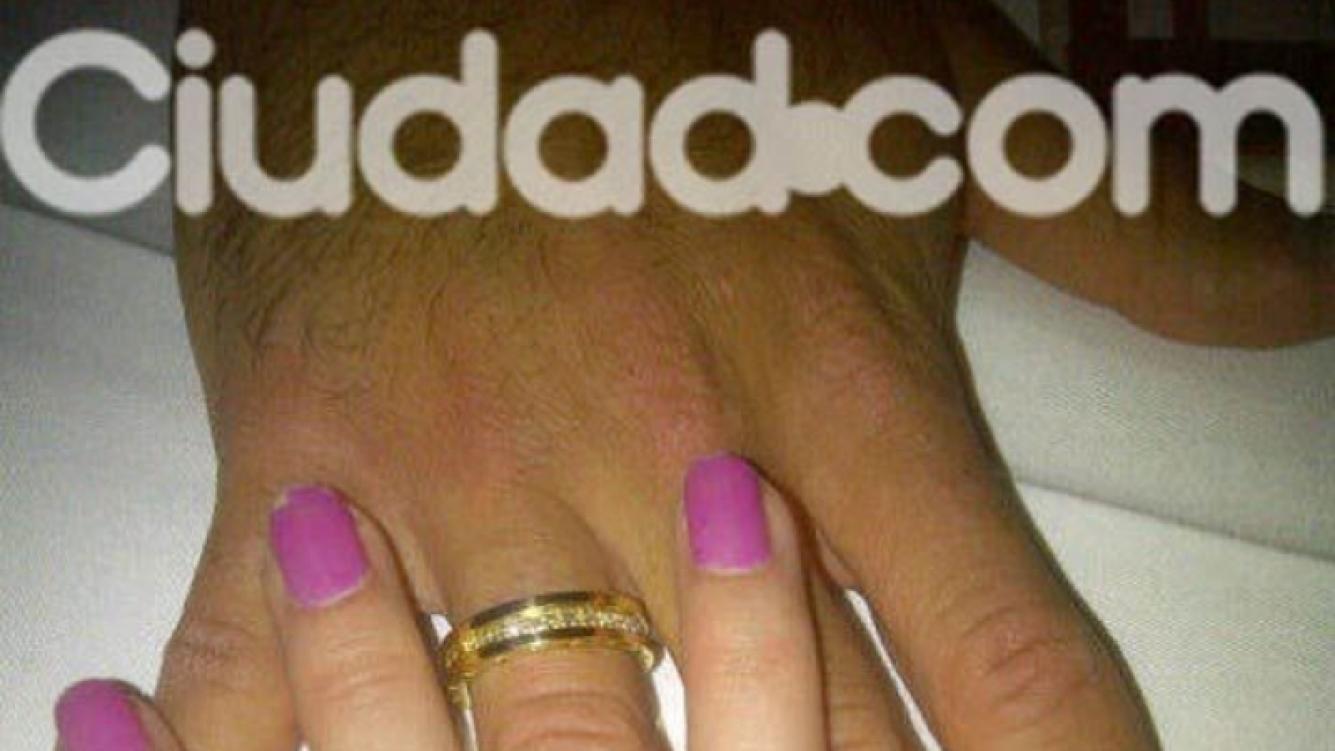 Erika Mitdank y el espectacular anillo Bvlgari que le regaló su novio. (Foto: gentileza Erika Mitdank)