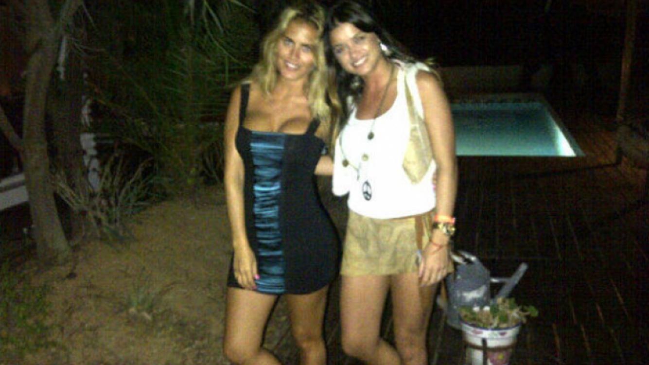 Victoria Saravia junto a su amiga, Silvina Luna (Foto: Twitter).