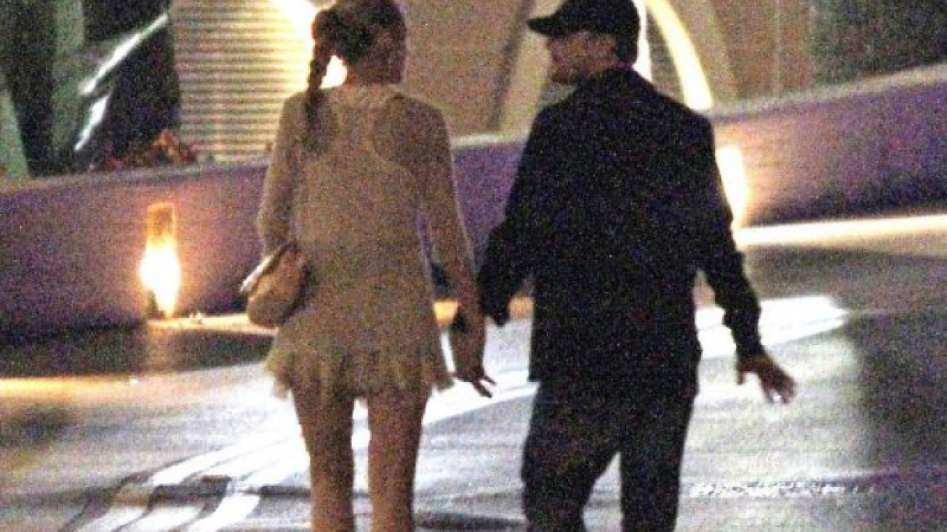 Leonardo DiCaprio y Blake Lively, juntos y de la mano. (Foto: Web).