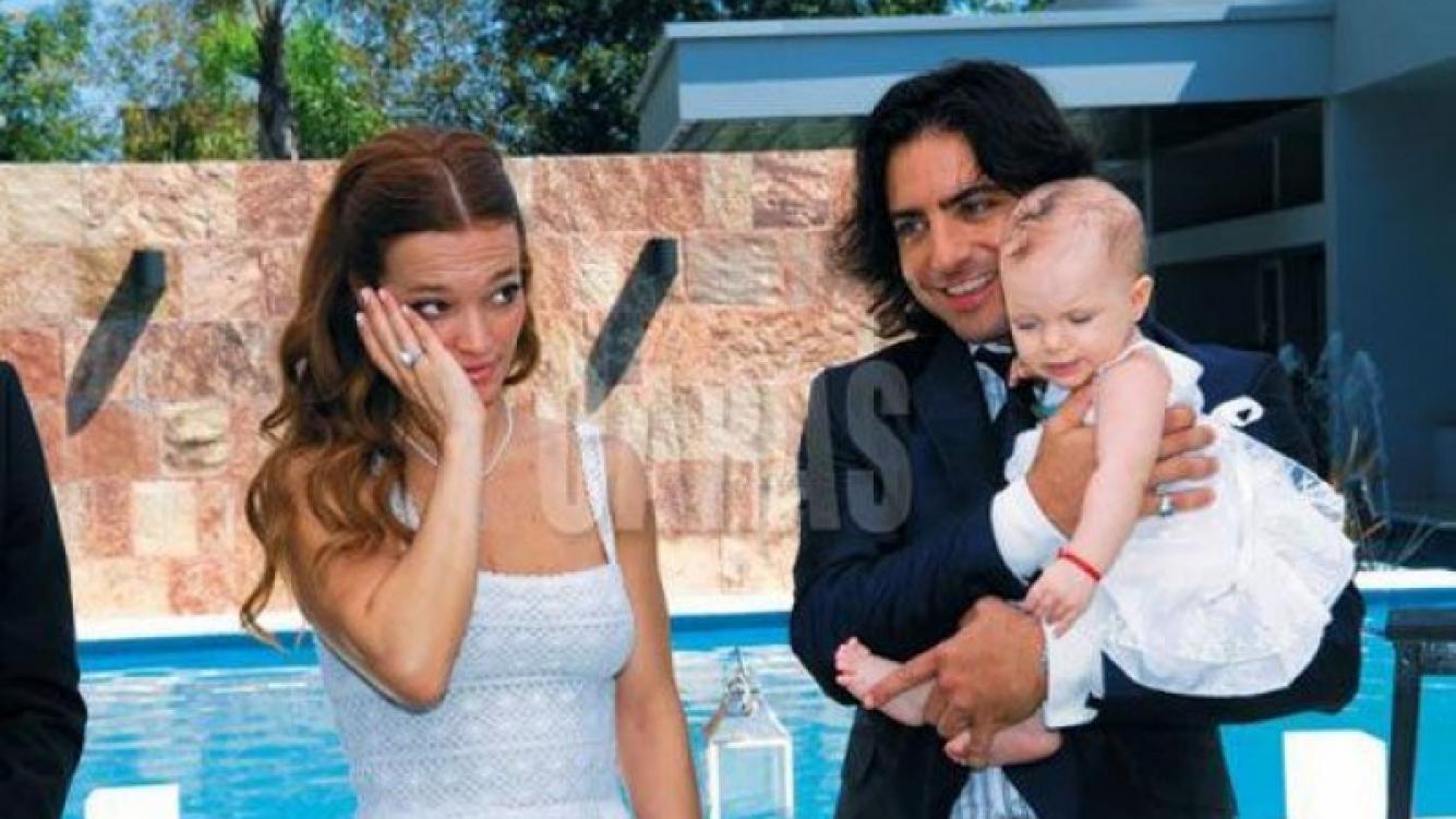 Claudia Albertario y Jerónimo Valdivia en el bautismo de Simona. (Foto: Revista Caras)