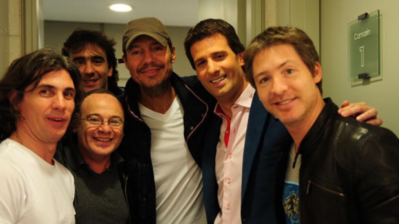 Adrián Suar y Pablo Codevilla con Marcelo Tinelli y la cúpula de Ideas del Sur. Foto:web