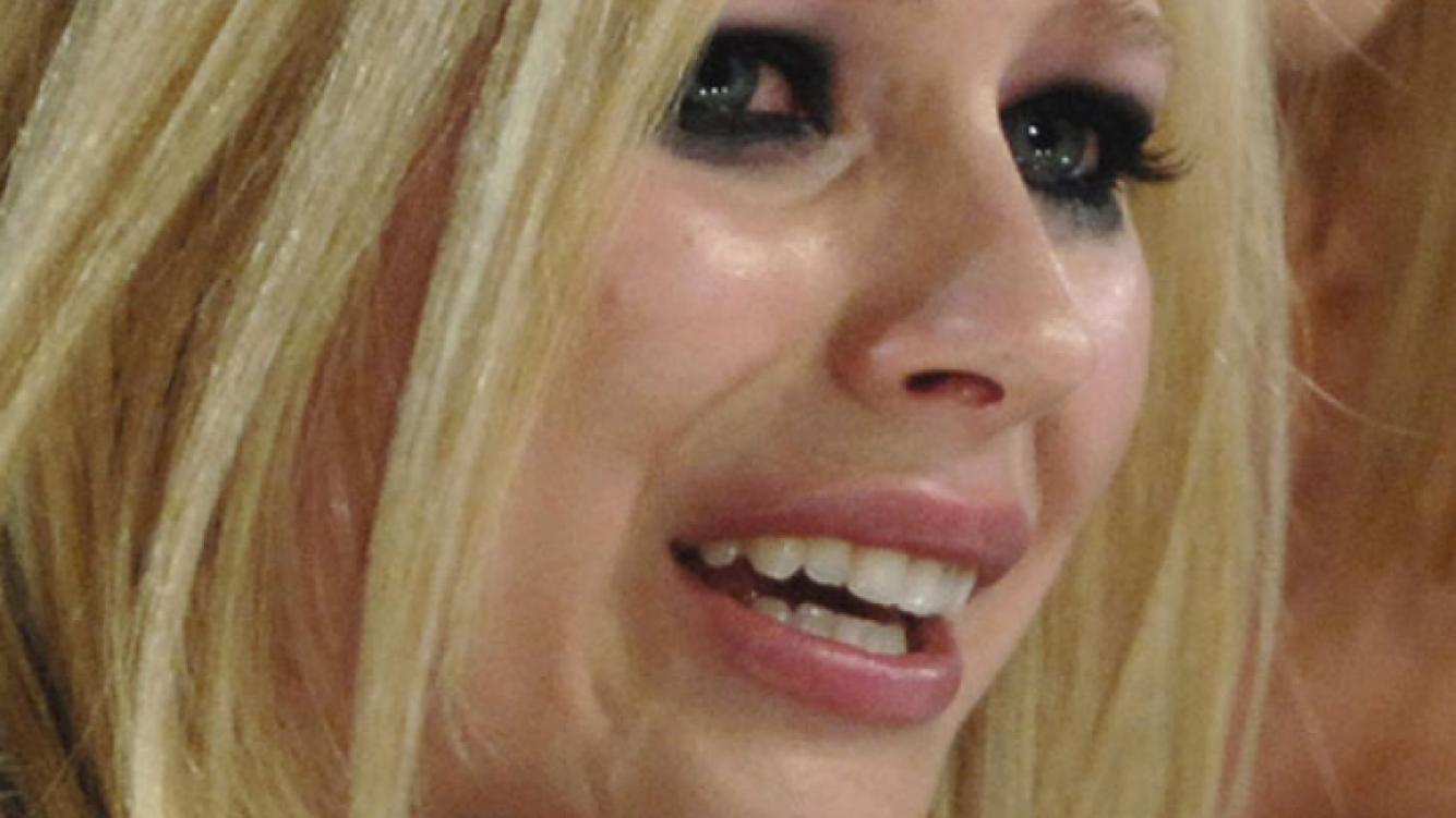 Avril Lavigne, agredida por una patota de cinco personas. (Foto: Web)