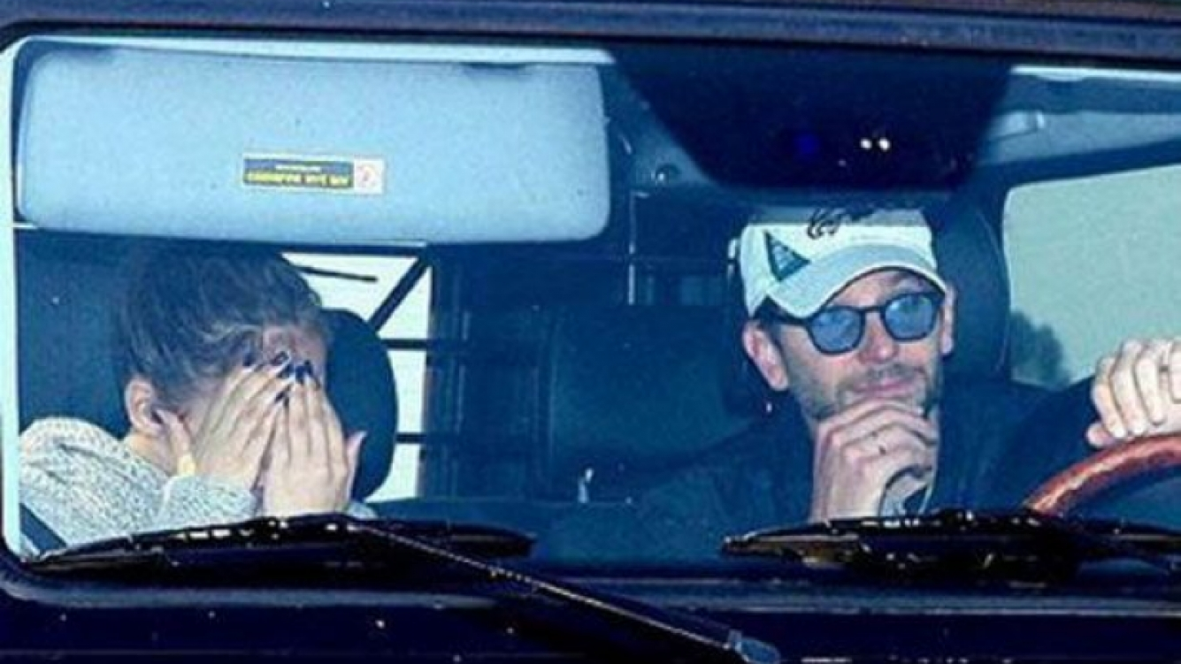 Jennifer López y Bradley Cooper, juntos. (Foto: Web)