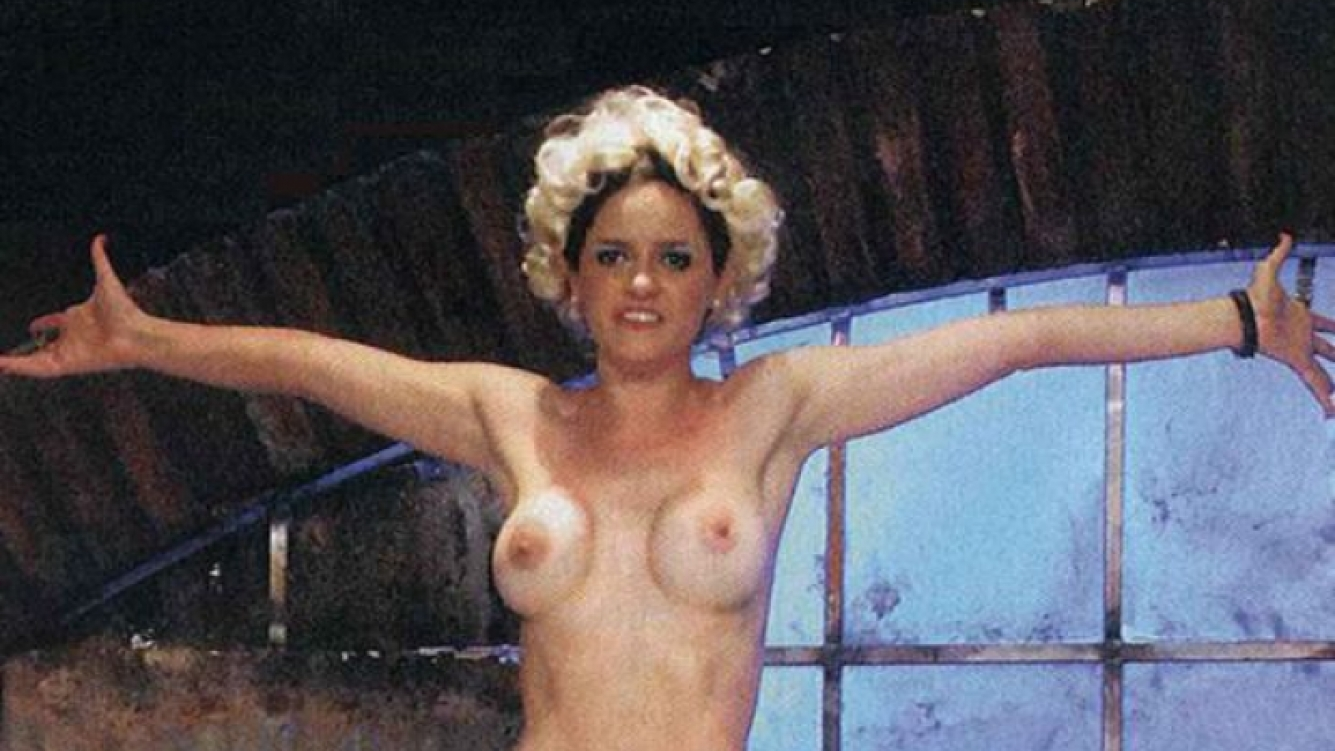 El osado topless de Romina Richi en teatro. (Foto: Pronto)