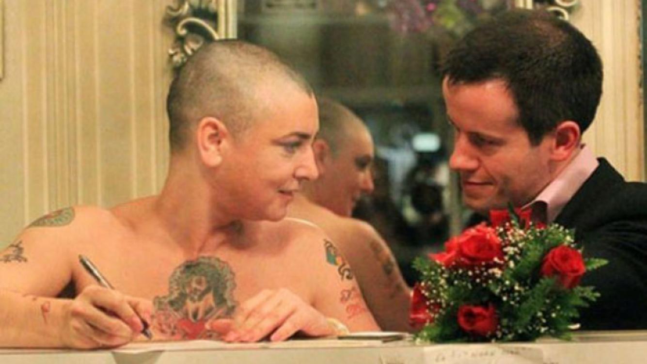Sinead O'Connor hace 18 días, cuando se casó con su ahora ex (Foto: Web).