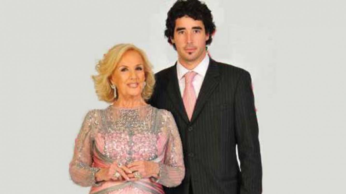 Mirtha Legrand y su nieto, Nacho Viale, quien desmintió los rumores de enfermedad de la diva. (Foto: Web)