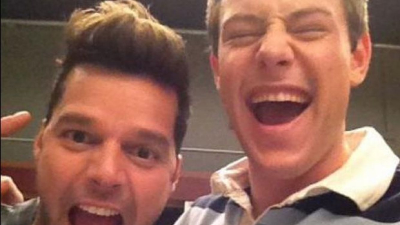 Cory Monteith, como loco con Ricky Martin (Foto: Web).