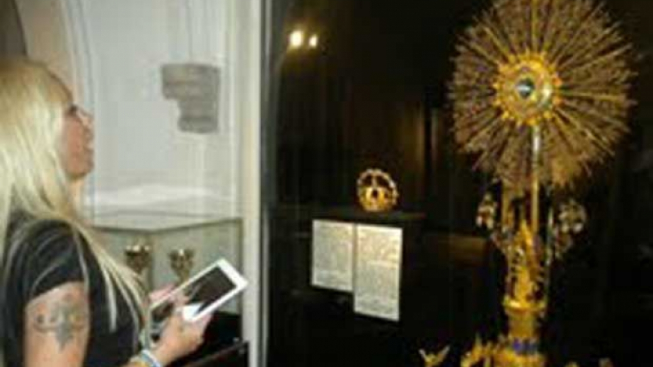 La foto que publicó Cardone de su visita a la Virgen de Luján.