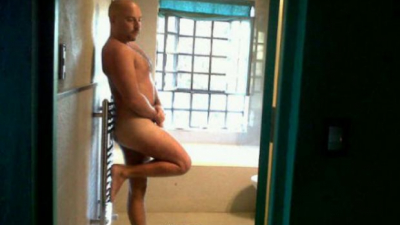 José María Muscari se animó a un osado desnudo. (Foto: Twitter)