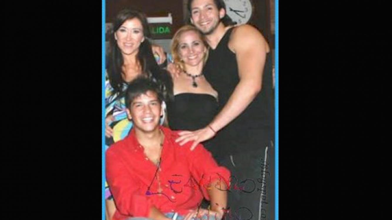 Valeria Archimó junto a Gatito Nimo (camisa roja), el participante en silla de ruedas que podría ser su compañero de baile.