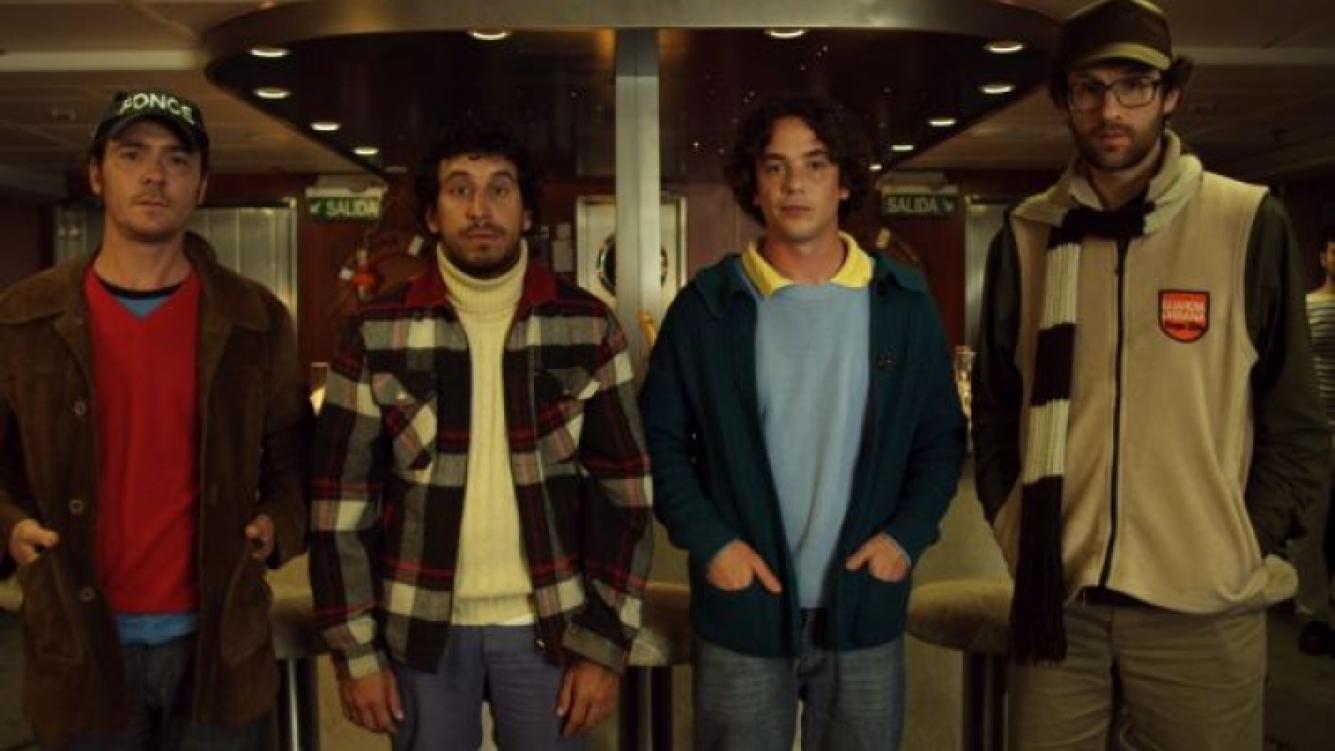 Ponce, Walter, Matías, y Rama, los amigos que sueñana con vivir sin trabajar en El Vagoenta, la película.