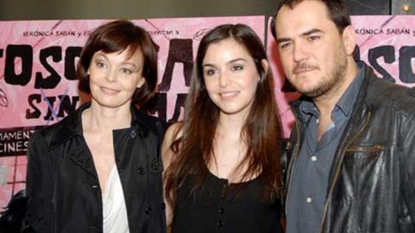 Ismael Serrano junto a su mujer Jimena Ruiz Echazu y la madre de ella, Nora Zinski. (Foto: Clarín.com)