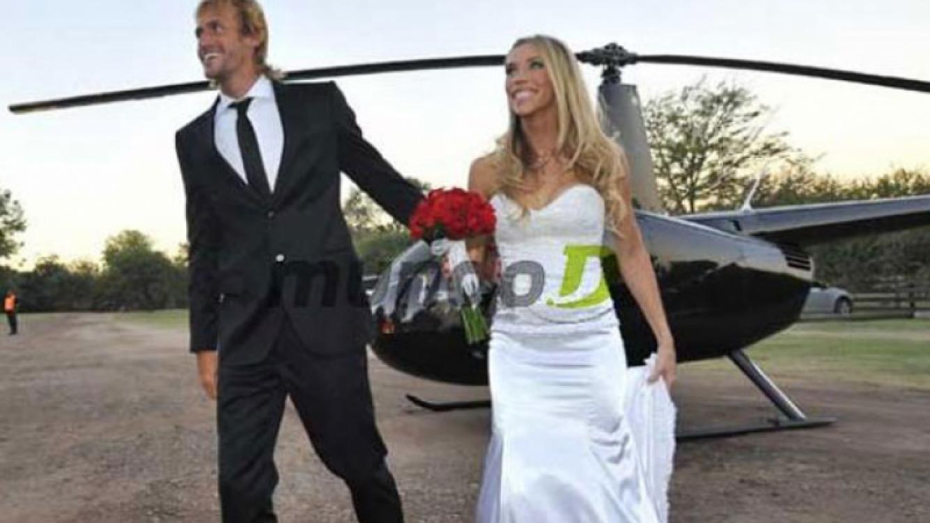 José Meolans llegó al altar junto a su novia, a bordo de un helicóptero. (Foto: diario La Voz del Interior)