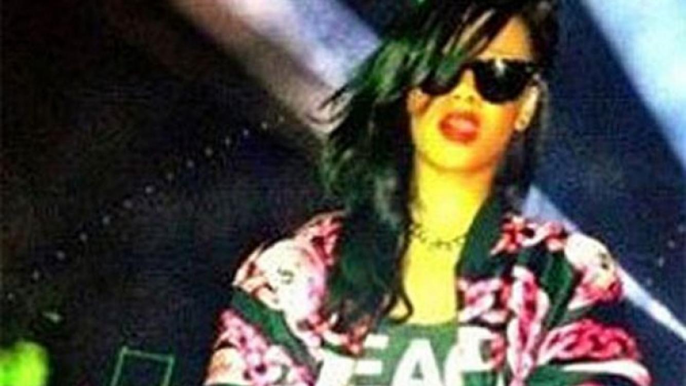 Rihanna y una foto polémica. (Foto: Web)
