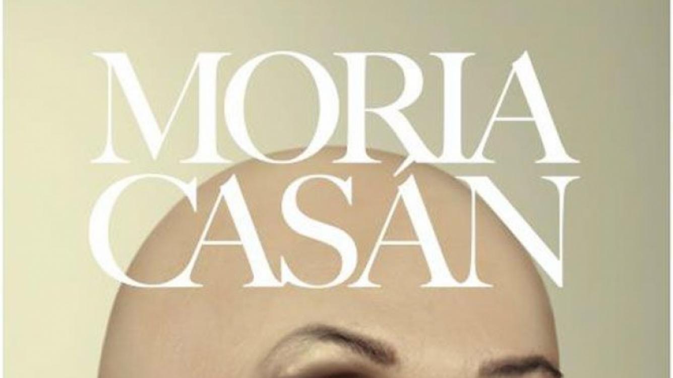 La llamativa tapa del libro de Moria Casán (Foto: Twitter).