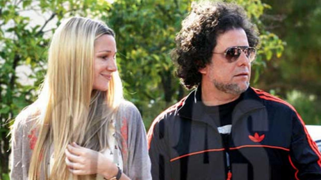 Andrés Calamaro y su novia, Micaela Breque. (Foto: revista Caras)