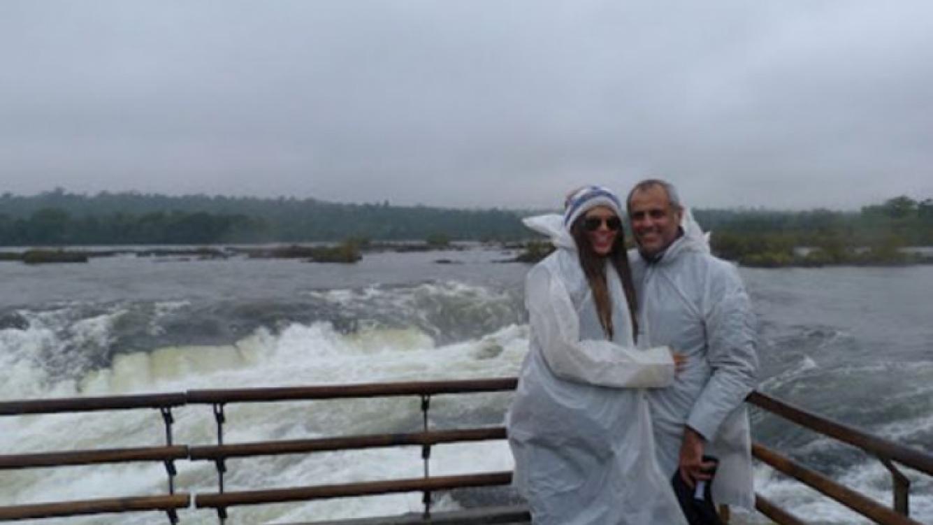 El viaje romántico de Rial y Loly en las Cataratas. (Foto: Diario Misiones Online)