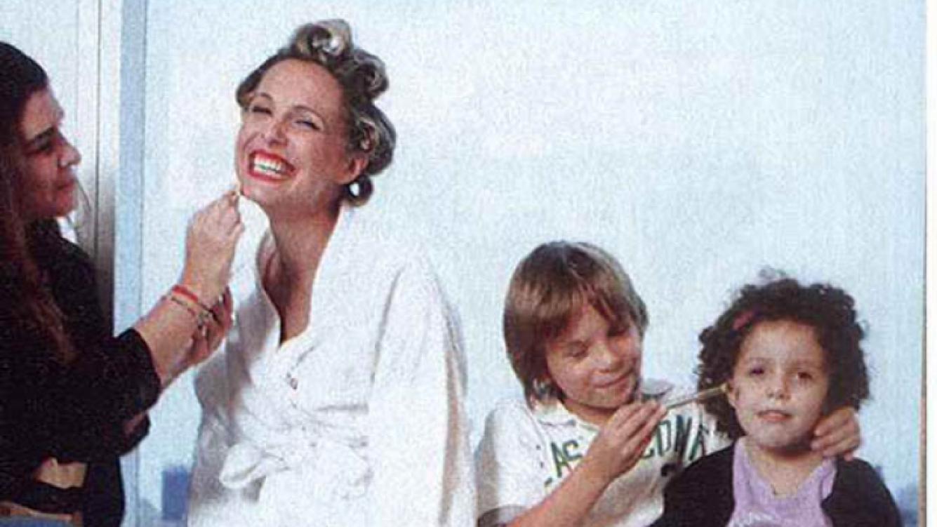 Denis Dumas, con sus hijos en la previa de los Martín Fierro (Foto: Revista Gente)