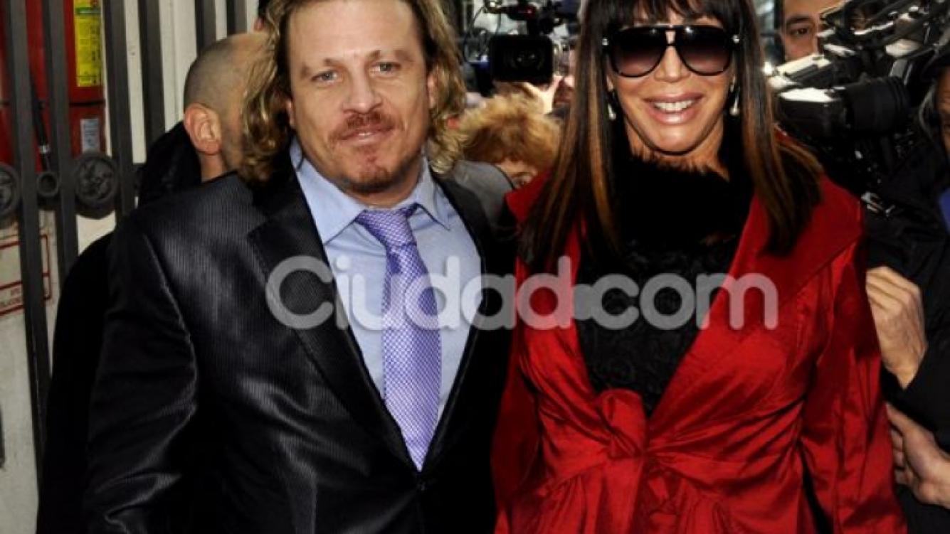 Moria Casán y su novio Bruno Spinetto en el casamiento de su hija (Foto: Jennifer Rubio - Ciudad.com)