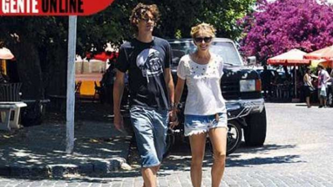 Una de las primeras imágenes de Carla Peterson y Martín Lousteau. (Foto: revista Gente)