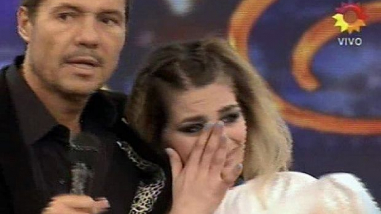 Marcelo Tinelli junto a Jennifer Owczarczyn, la segunda eliminada de Bailando 2012. (Foto: Captura TV)