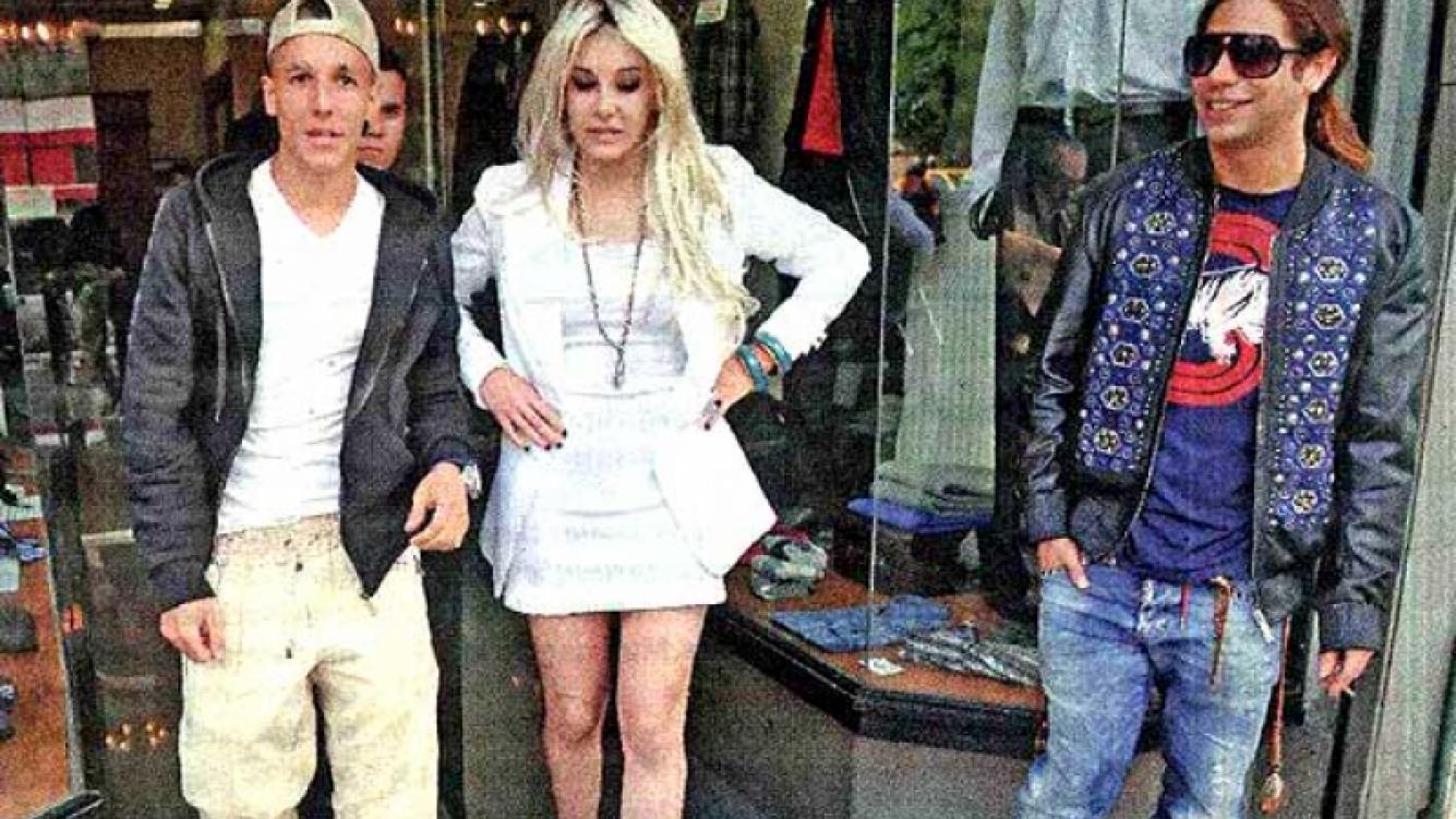 "Alexander y Charlotte Caniggia, de ""compras"" con DJ Piloto. (Foto: MUY)"