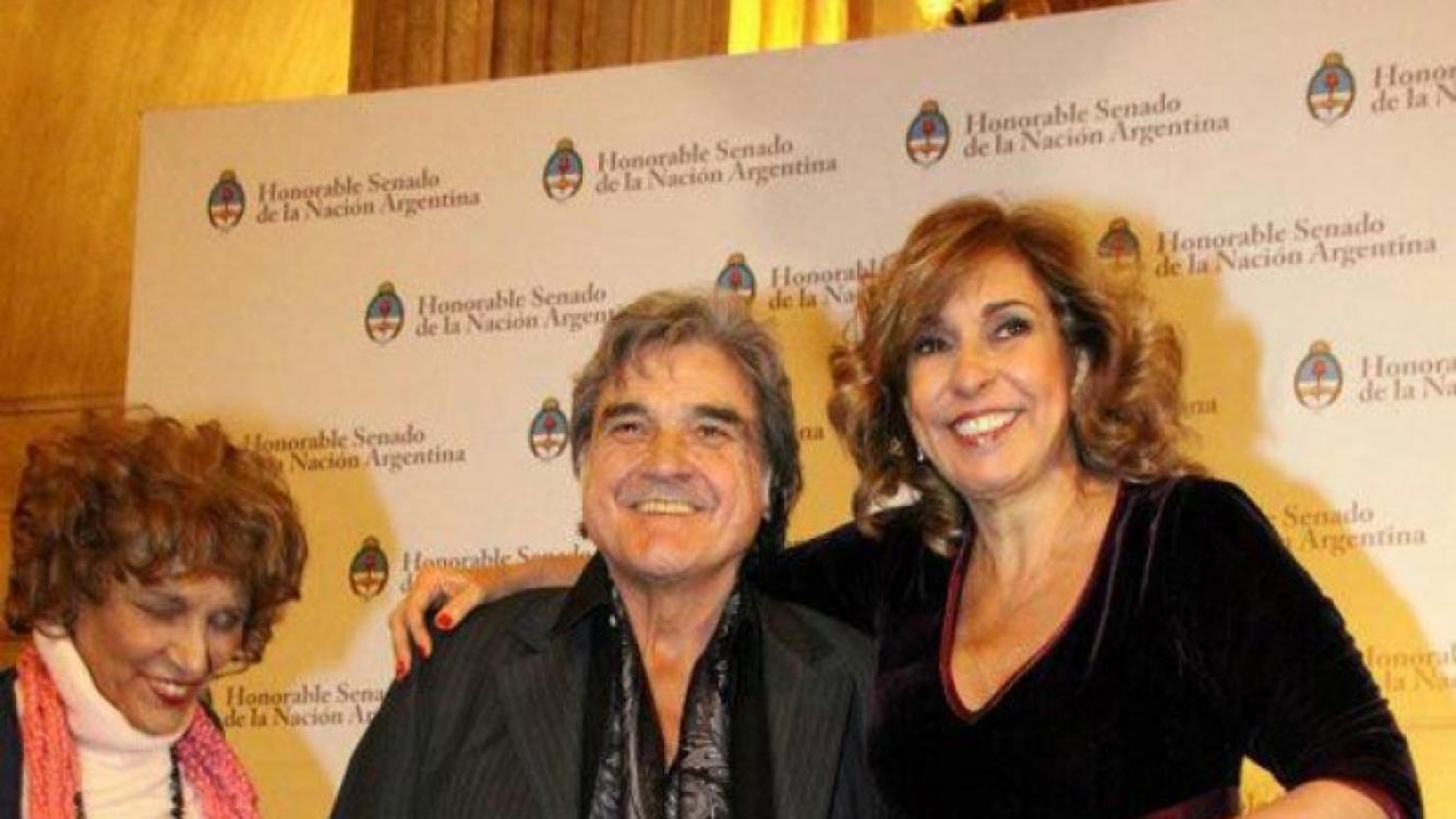 Alicia Zanca junto a Lito Cruz y Georgina Barbarossa en los Premios Podestá (Foto: Facebook).