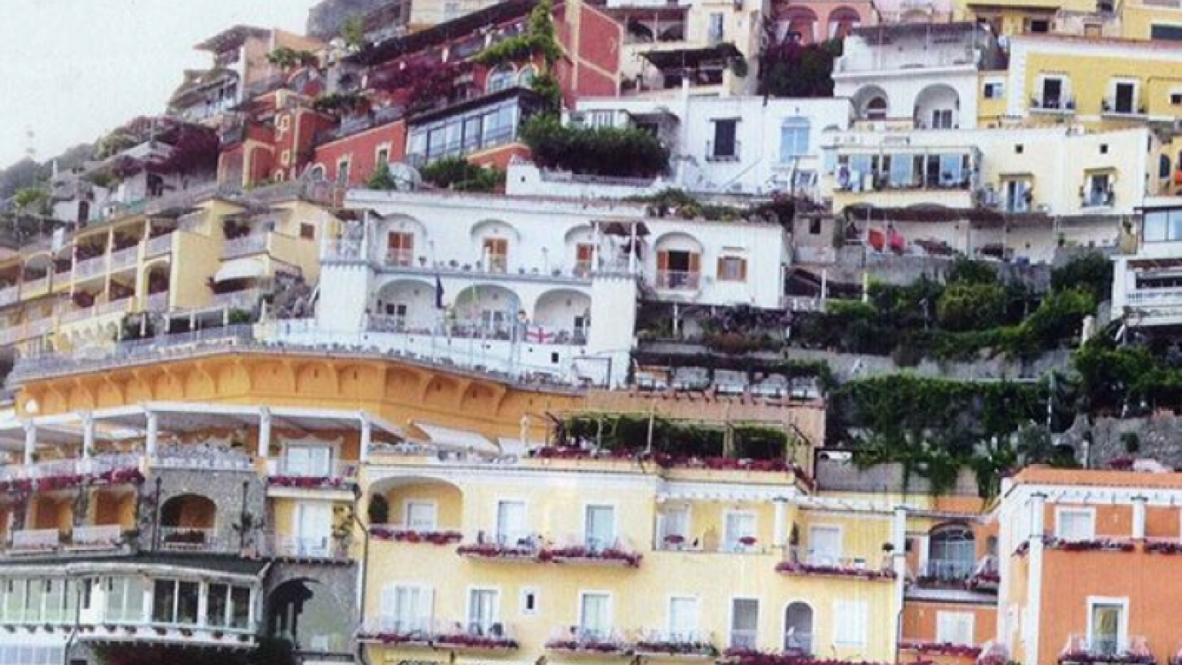 Karina Mazzocco, en la costa de Amalfi. (Foto: Caras)
