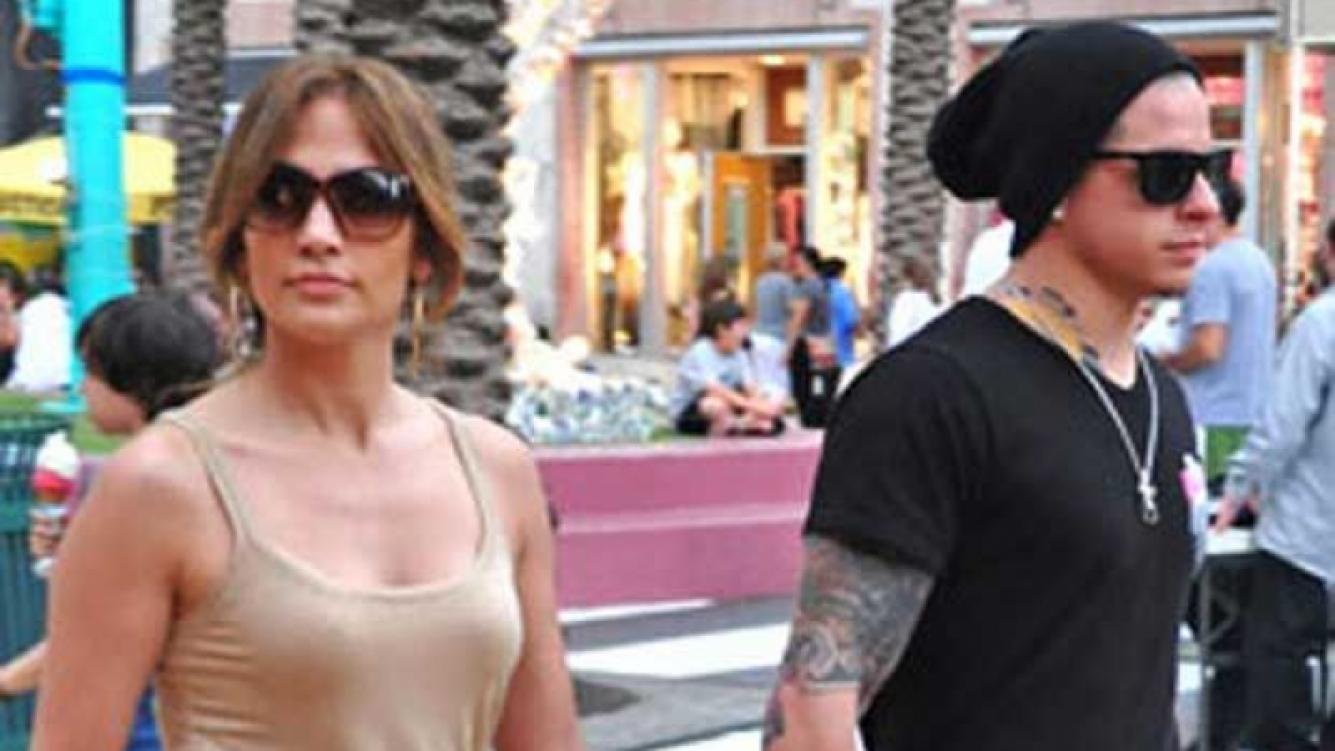 Jennifer López y Casper Smart. (Foto: Web)