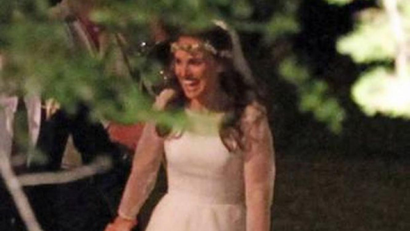 Natalie Portman dio el sí después de dos años de noviazgo. (Foto: Web)
