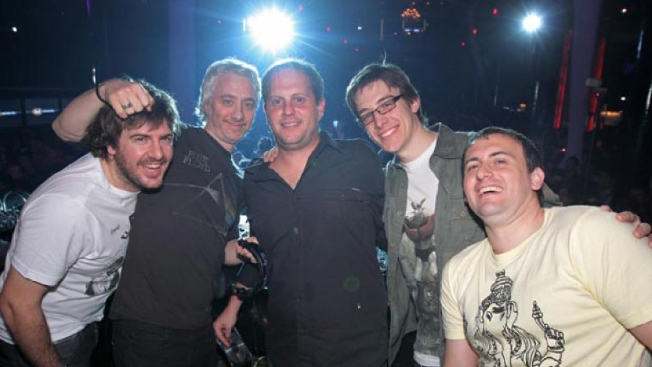"""Andy Kusnetzoff y Nicolas """"Cayetano"""" Cajg en una edición de la Fiesta Da para darse. (Foto: Perros)"""