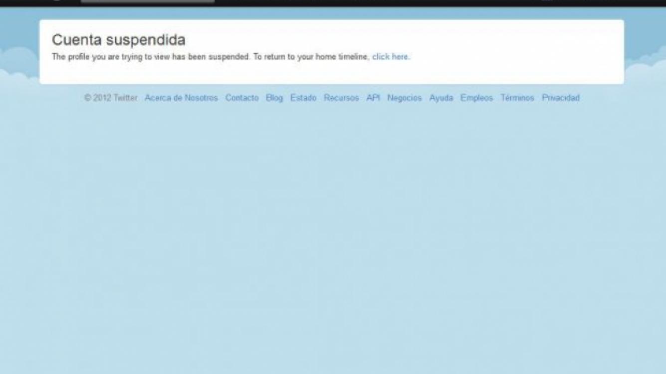"""Así figura la cuenta @cuervotinelli al querer ingresar en su timeline: """"cuenta suspendida"""". (Captura: @"""