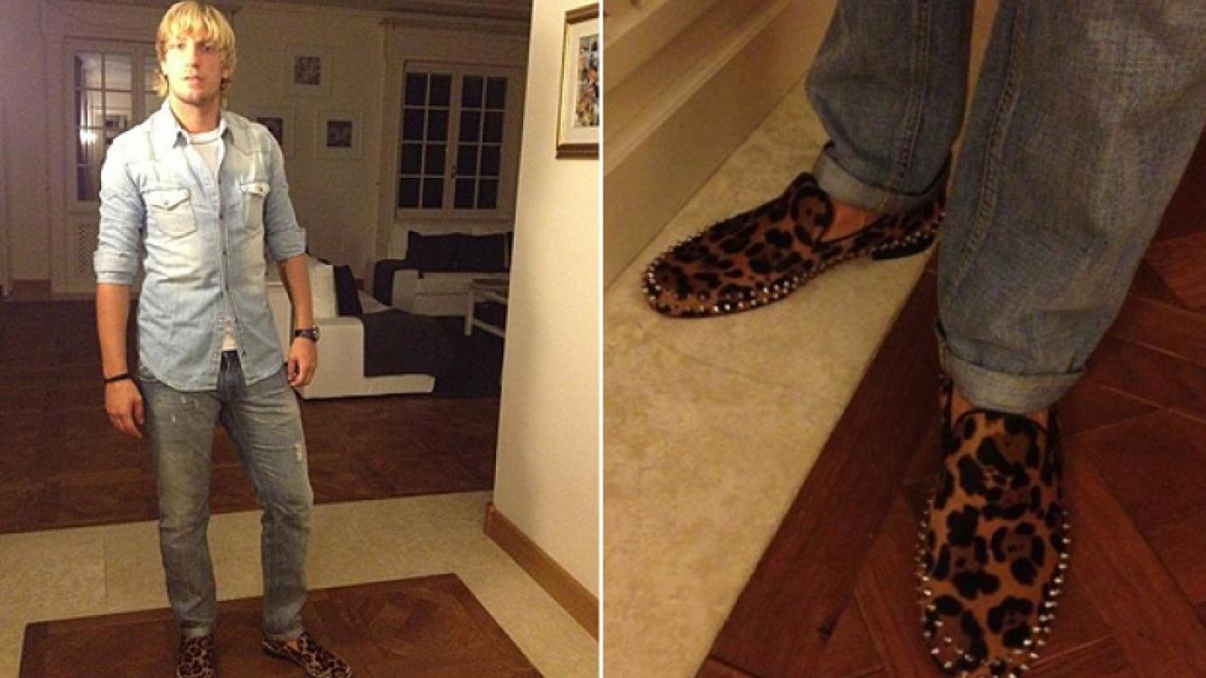 Maxi López y sus osados zapatos de leopardo, regalo de Wanda Nara. Valor: 995 euros. (Fotos: @wanditanara)