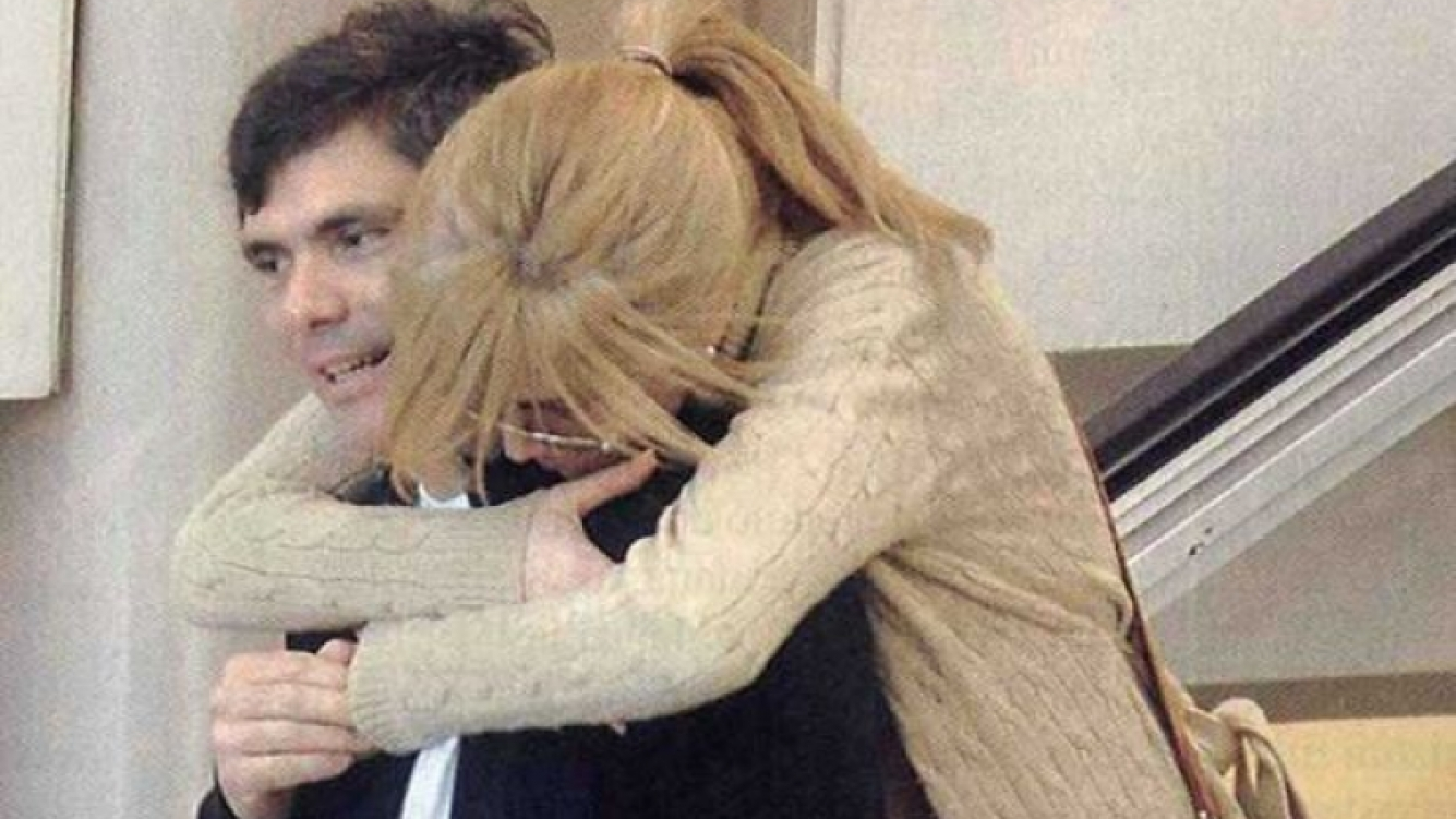 Viviana Canosa y Alejandro Borensztein, enamoradísimos y a los besos. (Foto: Revista Pronto)
