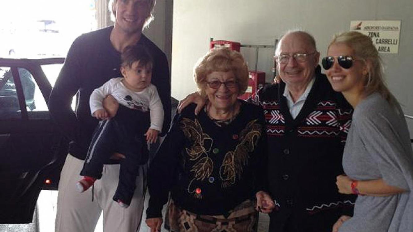 Muri el abuelo de wanda nara al llegar a visitarla a italia su emotivo relato en twitter - Muere el abuelo de la casa de empenos ...