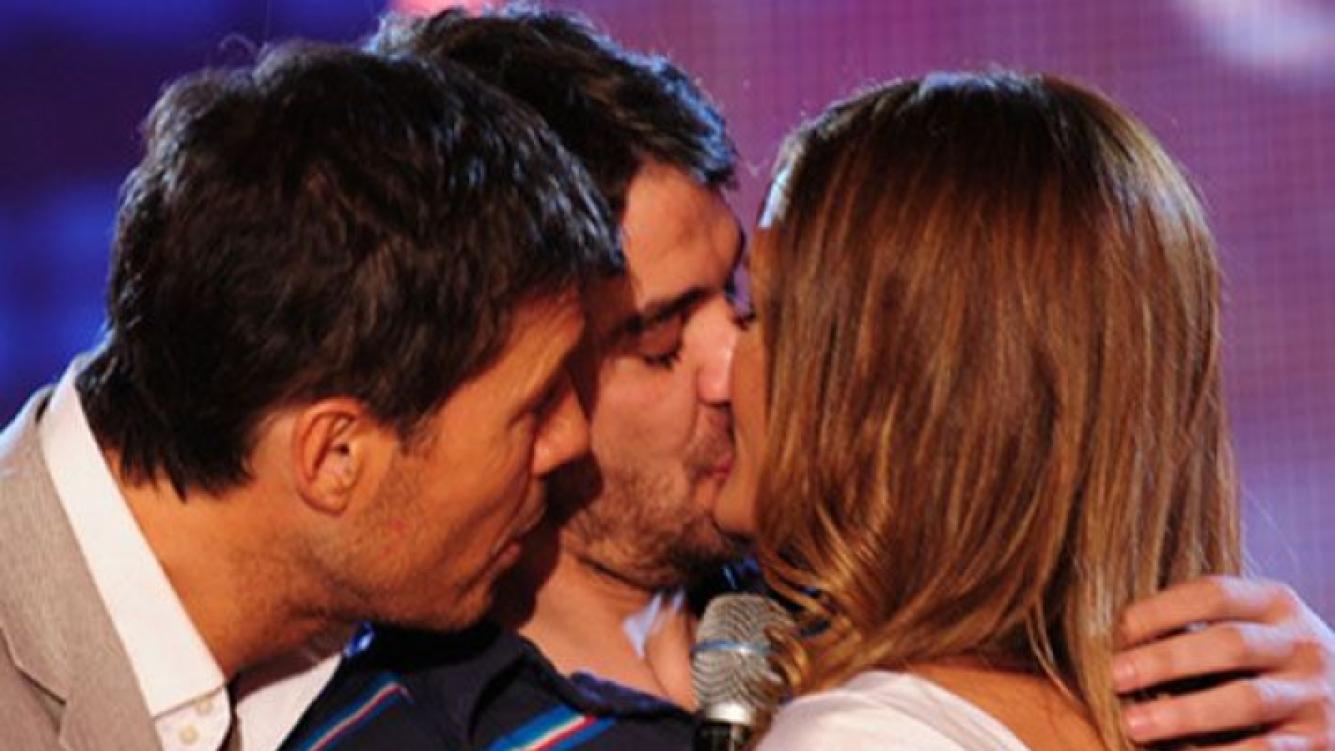 Marcelo Tinelli, Paula, y Peter, en plena gala de ShowMatch. (Foto: Web)