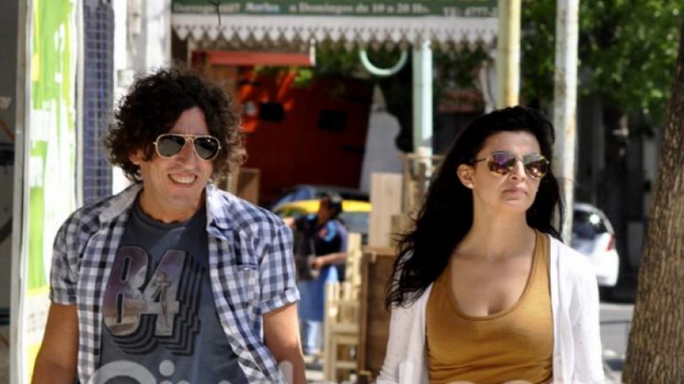 """Alejandro """"Huevo"""" Müller y su nueva novia, juntos por las calles de Palermo. (Foto: Jennifer Rubio - Ciudad.com)"""