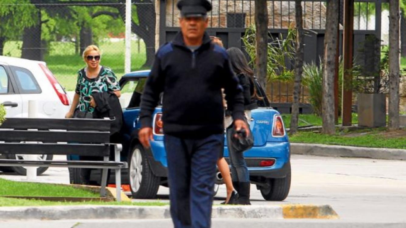 Verónica Ojeda, rumbo al hotel Hotel Holiday Inn (Foto: diario Perfil)