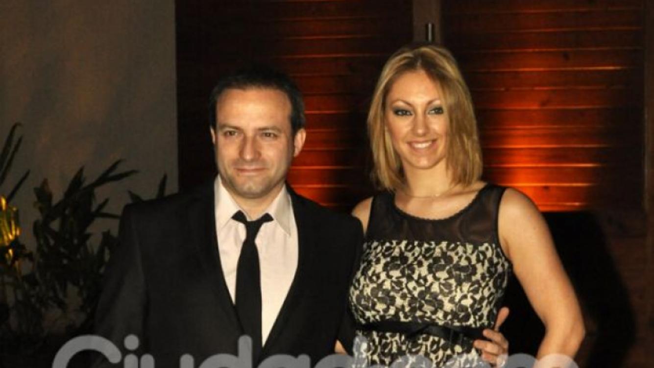 Sebastián Almada y su señora, presentes en el casamiento de Listorti. (Foto: Jennifer Rubio - Ciudad.com)