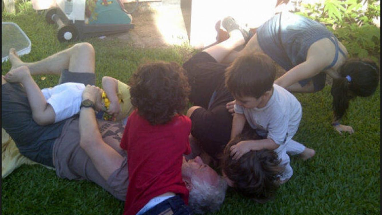 Andy Kusnetzoff jugó con los chicos en el asado (Foto: Twitter).