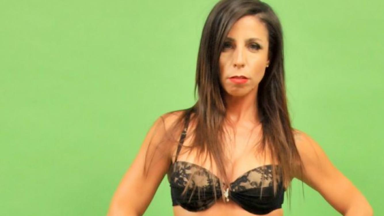 El destape de Julieta Bal en una producción de fotos para Los Grimaldi. (Foto: Prensa)