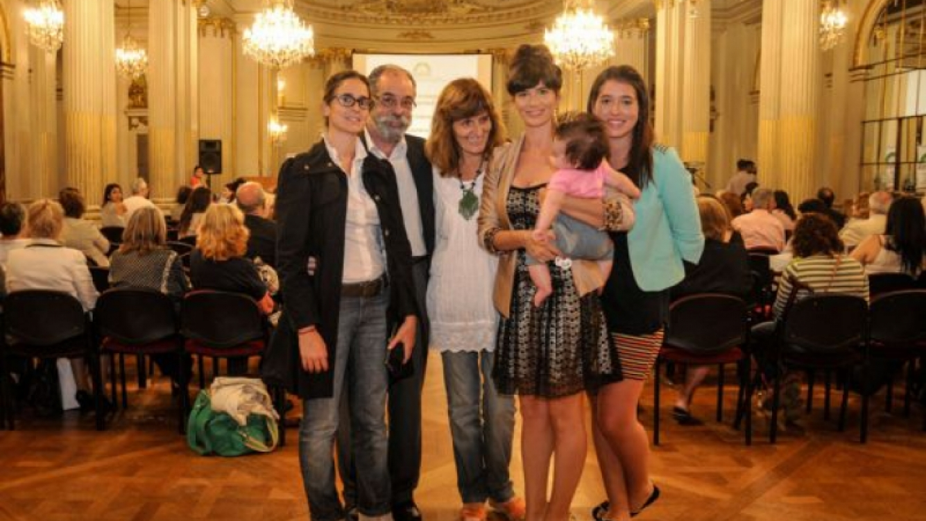 Griselda Siciliani recibió su premio en la Legislatura Porteña. (Foto: Prensa Artear)