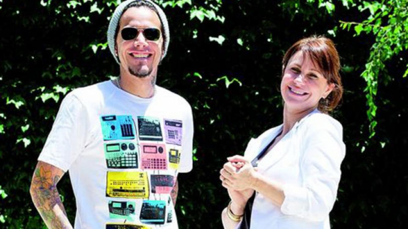 Sebastián Ortega, junto a la protagonista de Graduados. (Foto: Web)