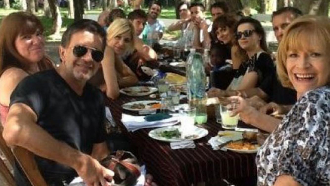 El divertido festejo de fin de año del elenco de Sos mi hombre. (Foto: twitter.com/paulagranica)