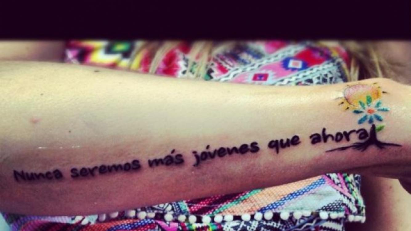 El nuevo tatuaje de Soledad Fandiño. (Foto: Twitter @Calle13Oficial)