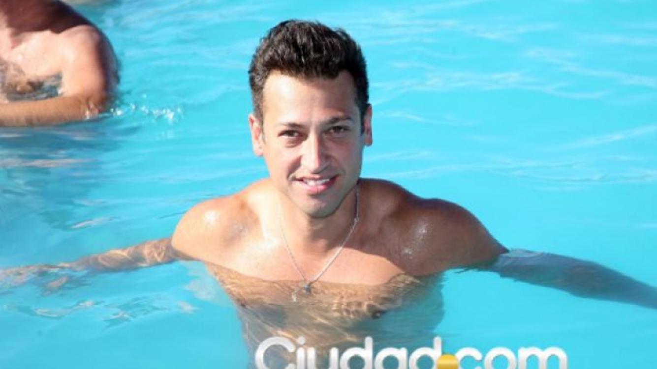 El atrevido look playero de Pablito Ruiz. (Foto: Jorge Amado Group/Ciudad.com)