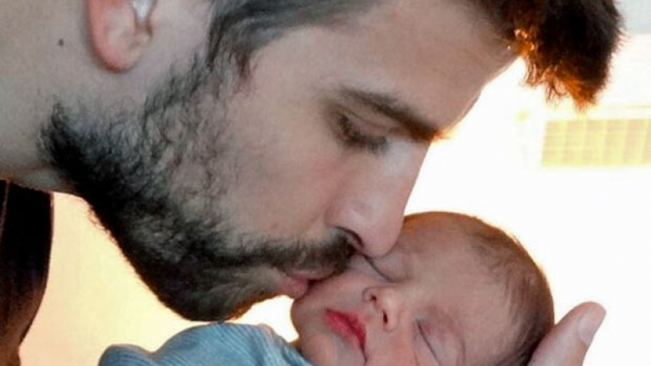 La primera foto del hijo de Shakira y Gerard Piqué. (Foto: Web)