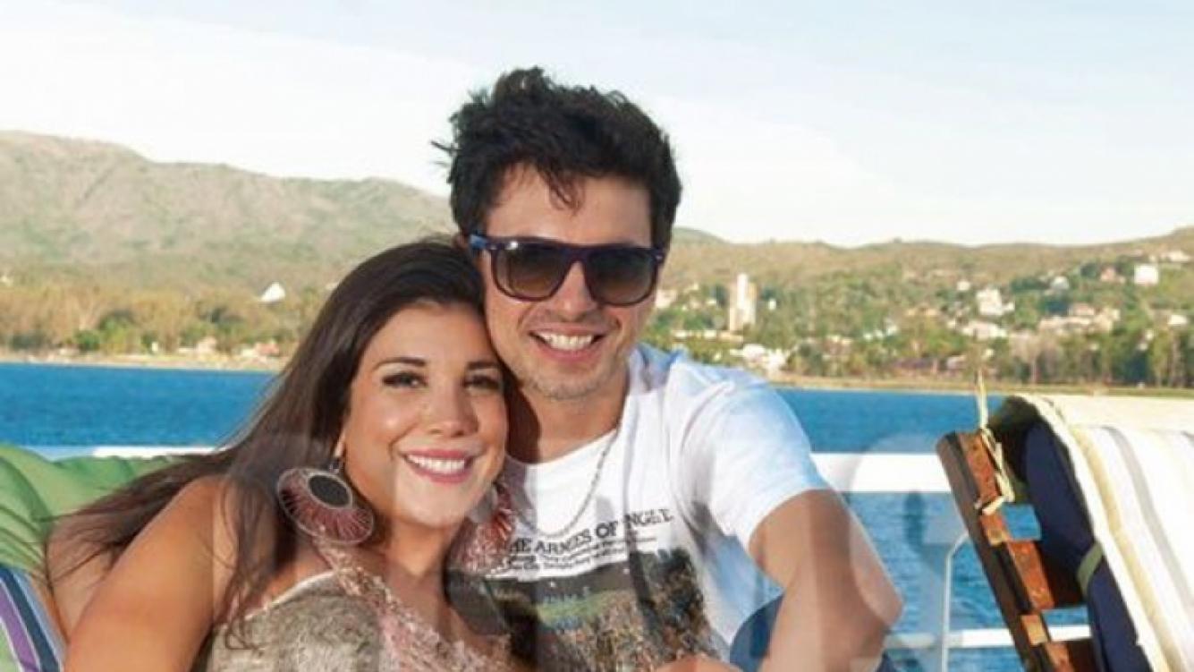 Andrea Rincón y Ale Sergi. (Foto: revista Caras)