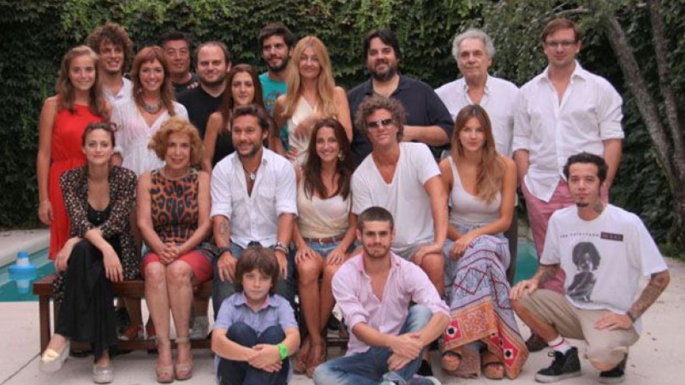El elenco completo de Vecinos en guerra. (Foto: Prensa)